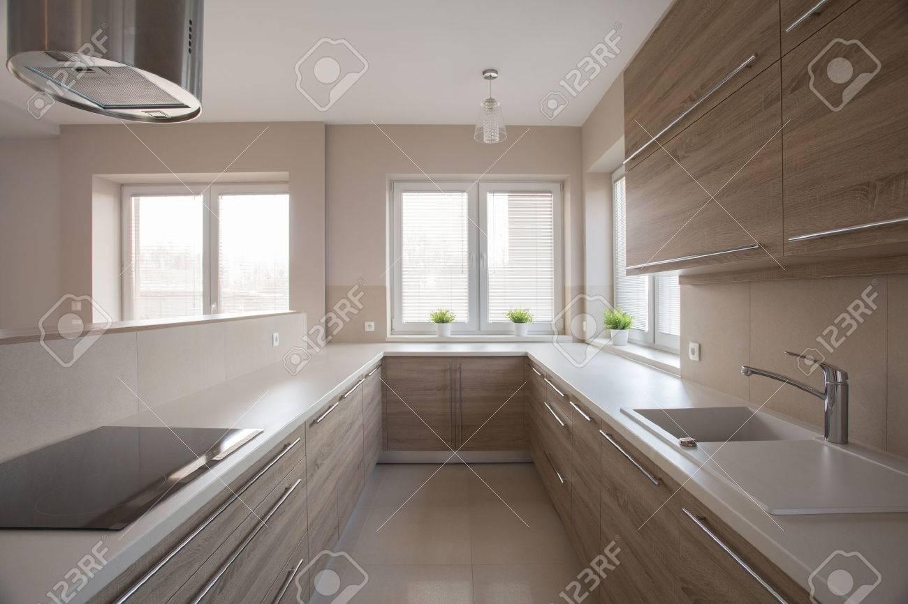 Cucina Moderna Immagini.Foto Di Luminosa Cucina Moderna Con Le Unita Di Legno