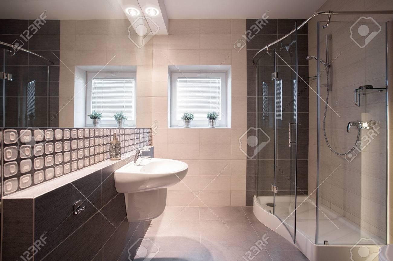 bagno moderno con doccia con porta in vetro foto royalty free ... - Immagini Bagni Moderni Con Doccia