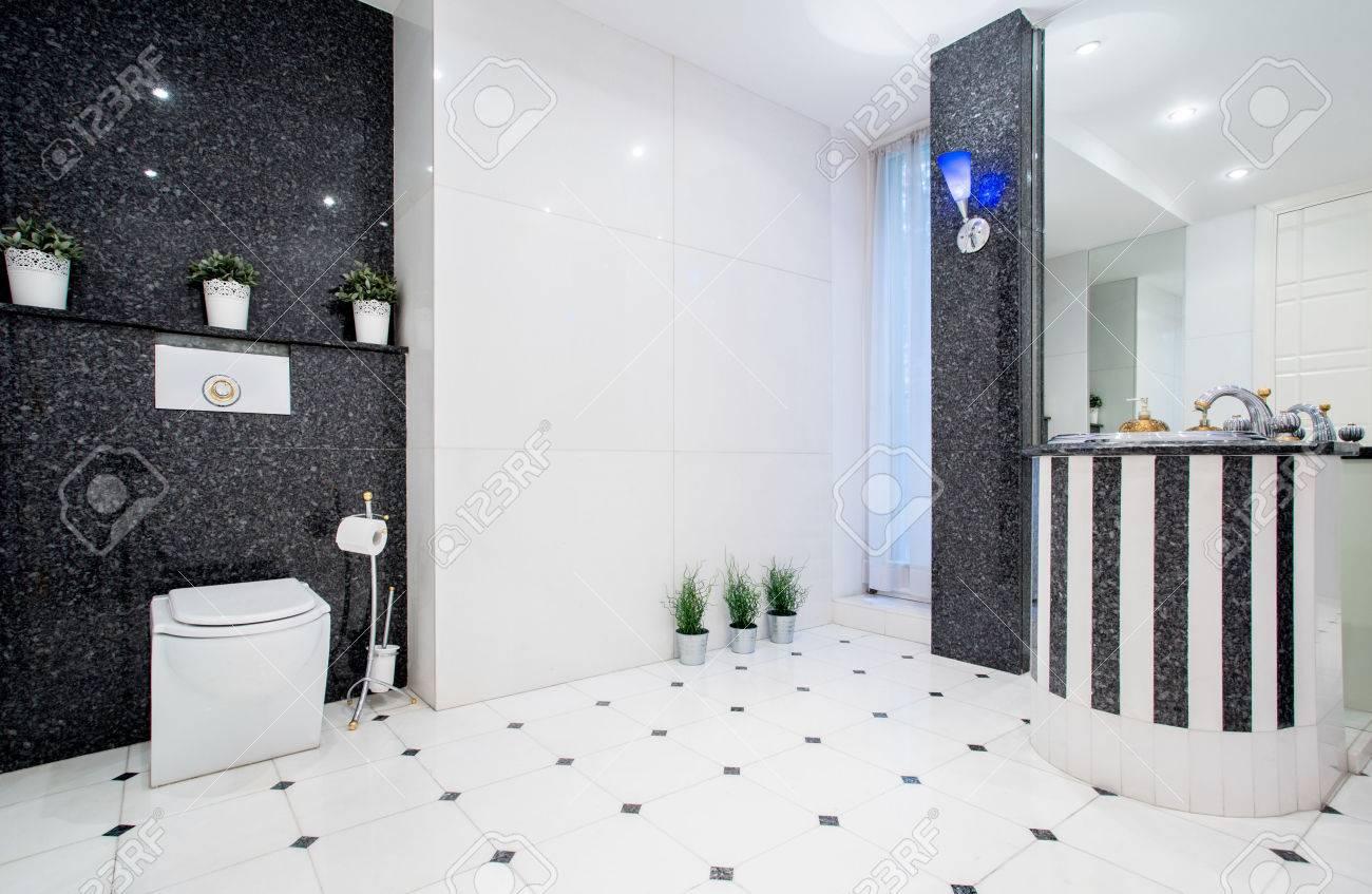 トイレ 黒