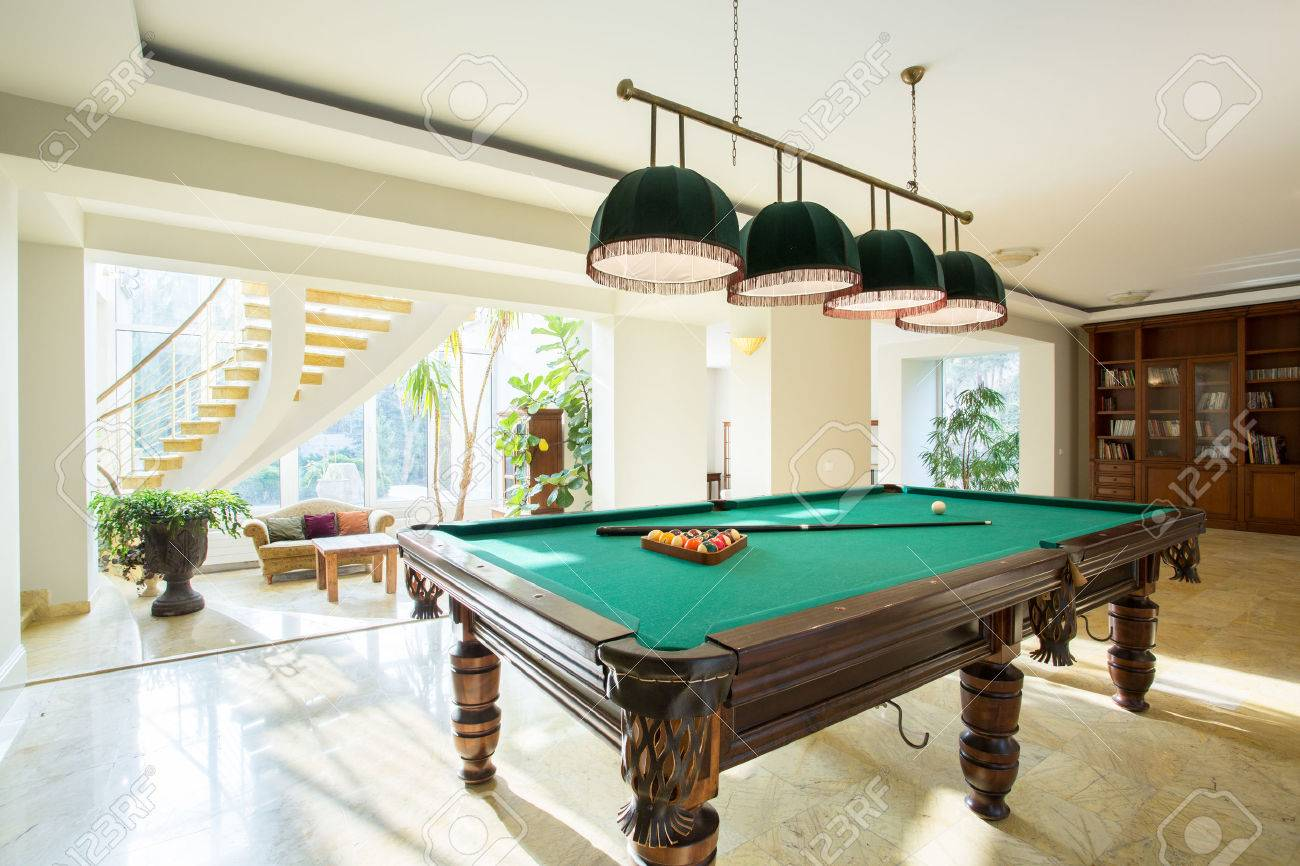 Close-up of billiard table in luxury living room Banque d'images - 41634930