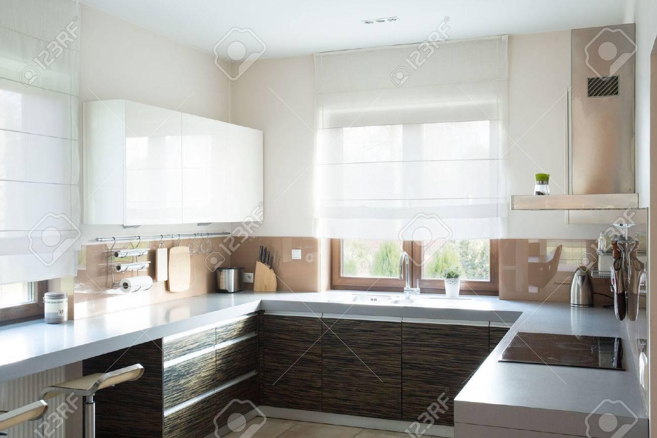 Wunderbar Küche Beige Ideen Von Horizontale Ansicht Der Küche Interieur Standard-bild -