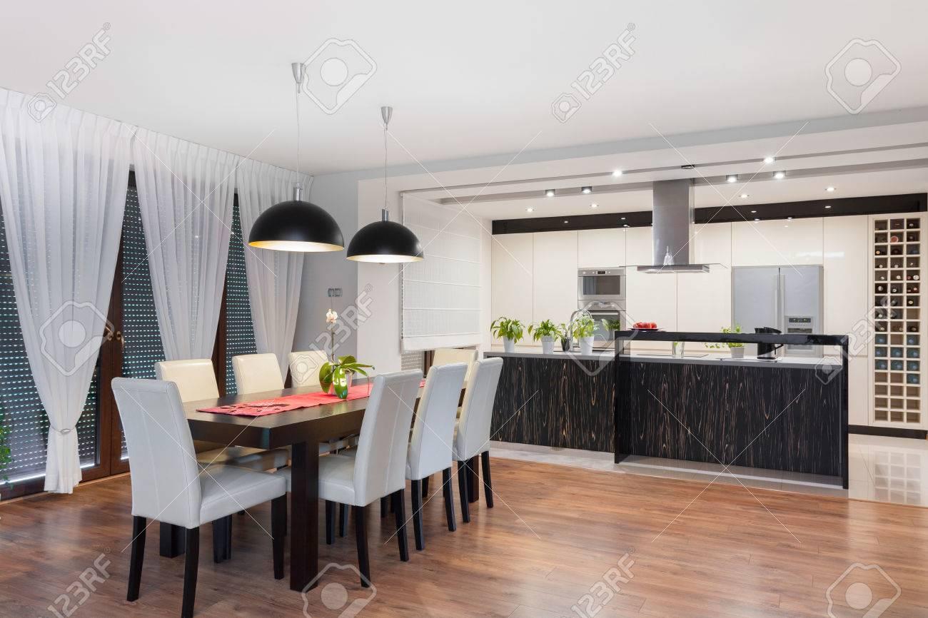 Cocina Y Comedor Moderna Habitación En Casa Exclusiva Fotos ...