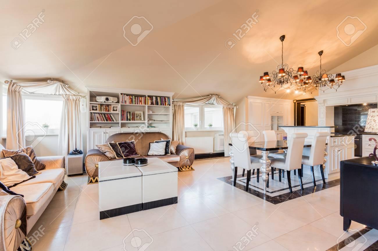 Salon de style baroque dans la résidence