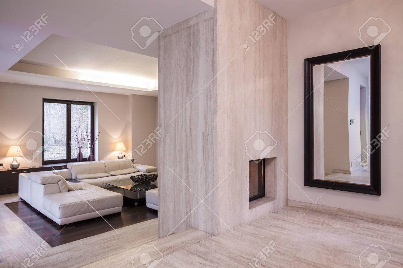 Horizontale Ansicht Entworfen Beige Wohnzimmer Lizenzfreie Fotos ...