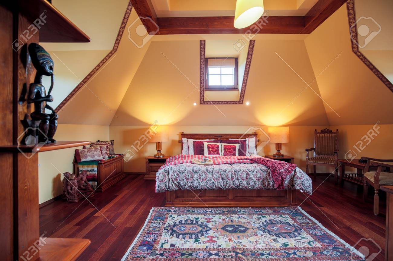 Le Kolonialstil picture of bedroom interior in colonial style stock photo picture