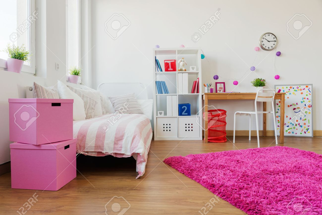 Rosa mjuk matta i modern barn rum royalty fria stockfoton, bilder ...