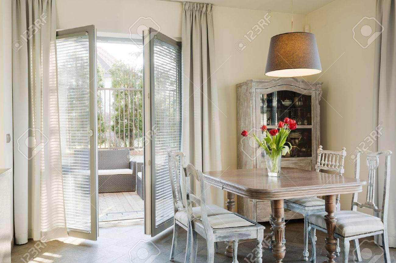 Altmodischen Möbeln Im Vintage-Stil Wohnzimmer Lizenzfreie Fotos ...