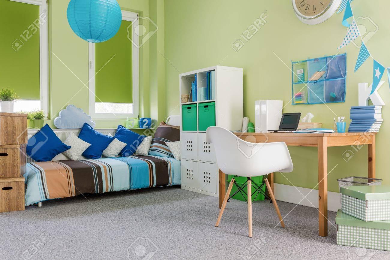 Bild Der Grünen Gemütlich Eingerichtete Funktionale Zimmer Für Ein ...