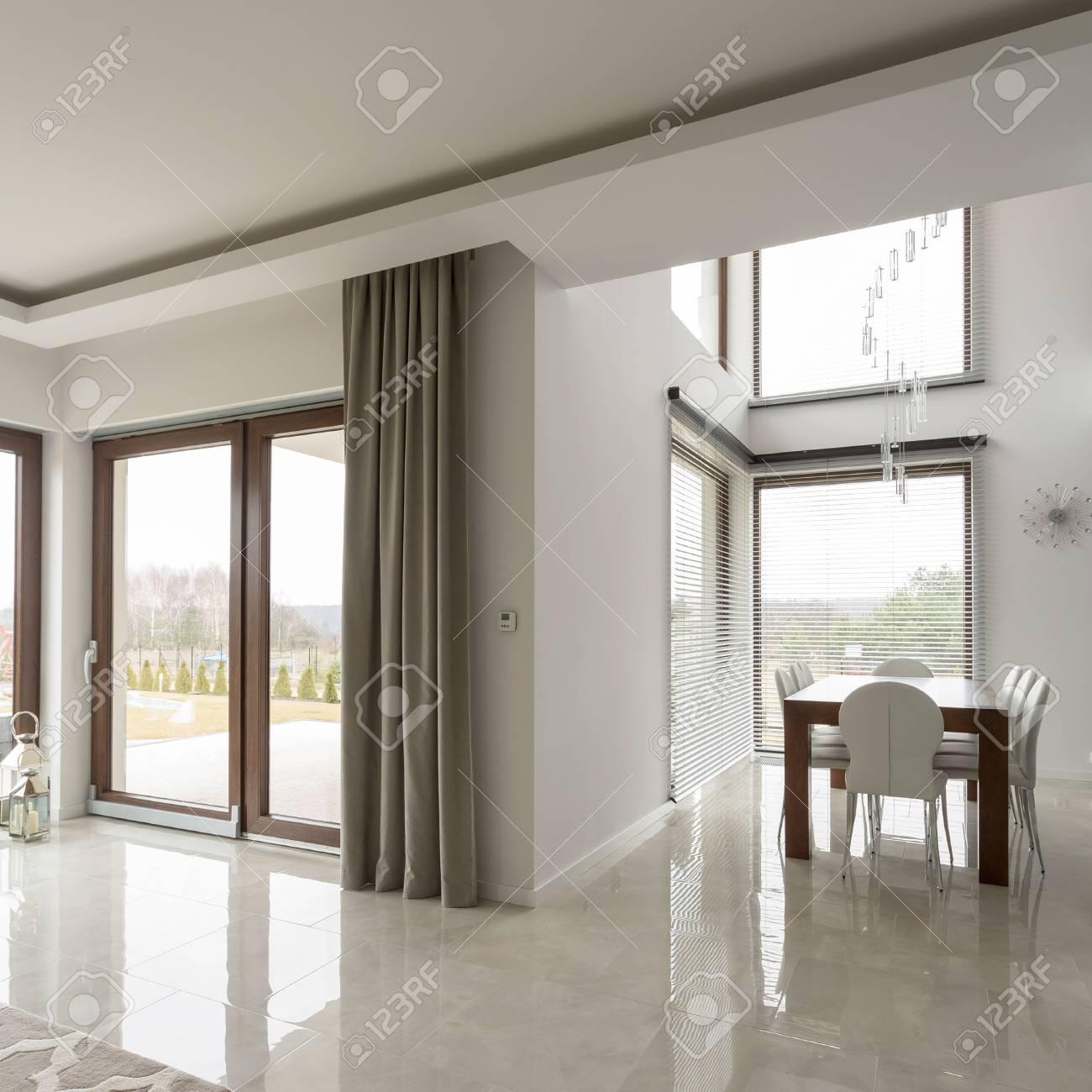 Glanzende Fliesen Im Wohnzimmer – Caseconrad.com