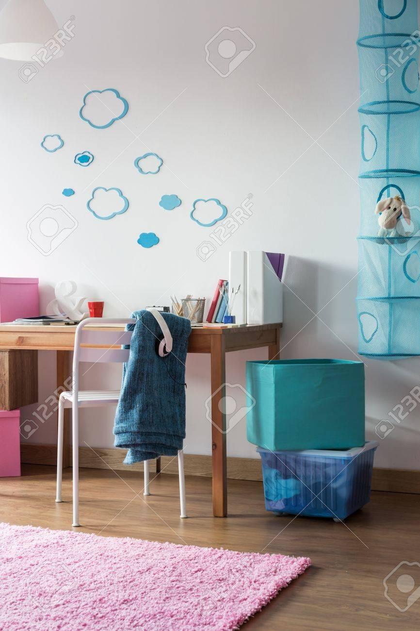 Vue Verticale De Chambre Simple Pour écolière Banque D\'Images Et ...