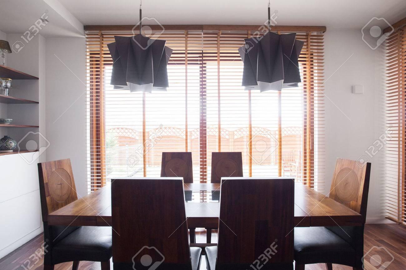 Image De La Solide Conception Simple Table Et Chaises De Salle A
