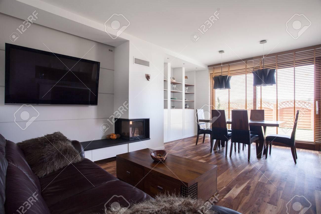 Imagen de un amplio salón y comedor en el interior contemporáneo