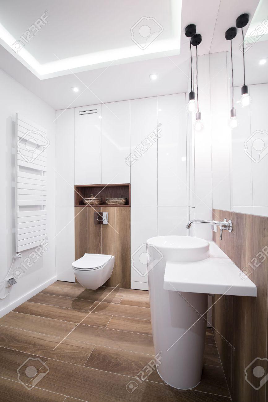 immagine del bagno moderno design con pavimento in legno foto ... - Bagni Moderni Legno