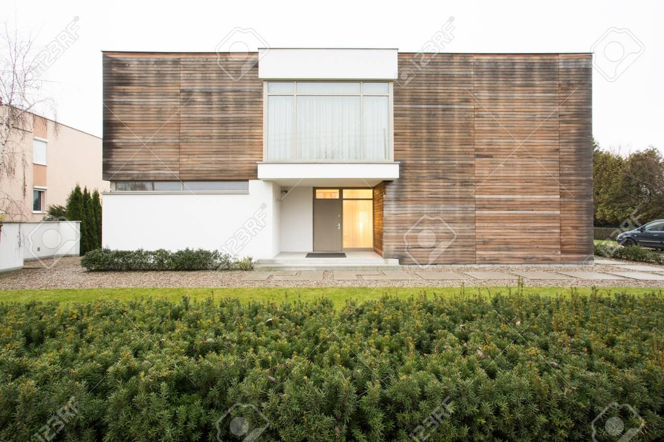 Horizontale Ansicht Des Haus Außen Im Originalen Design Lizenzfreie ...