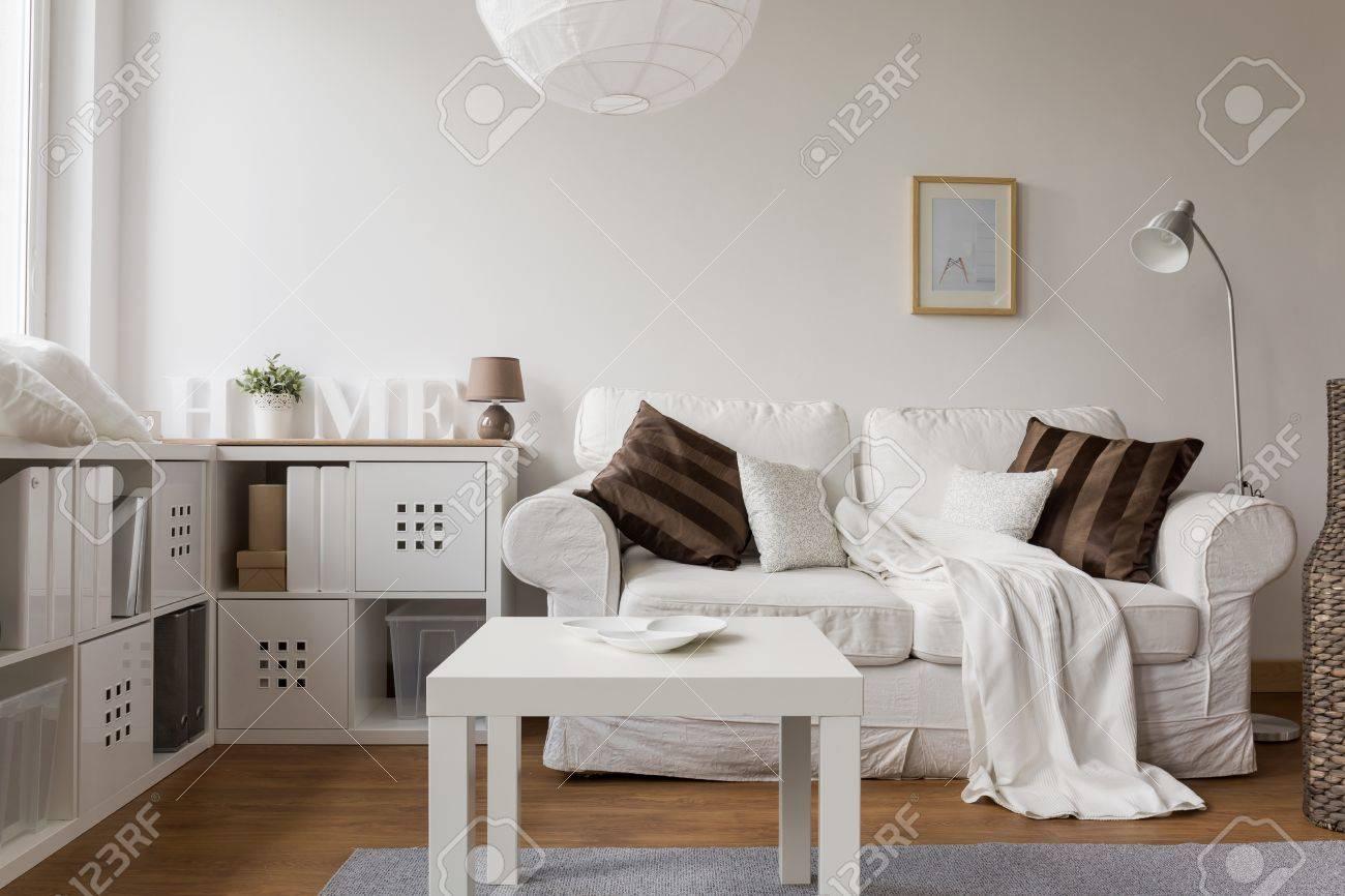 Foto Von Neuen Design Weisse Mobel Im Wohnzimmer Lizenzfreie Fotos