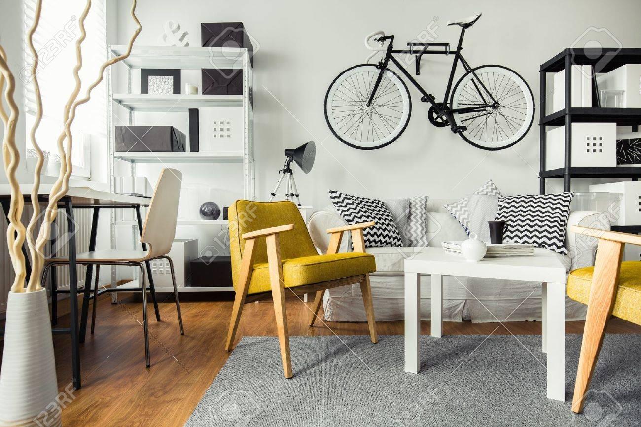 Innere Des Modernen Wohnzimmer Für Hipster Lizenzfreie Fotos, Bilder ...