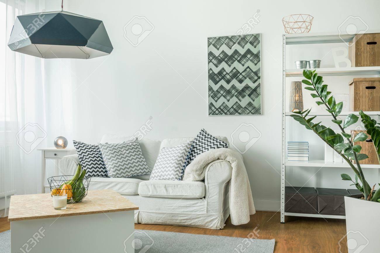 molto luminoso soggiorno con mobili bianchi foto royalty free ... - Soggiorno Luminoso