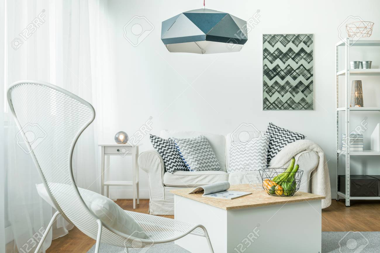 Metall Trendige Möbel In Einfachen Wohnzimmer Lizenzfreie Fotos ...
