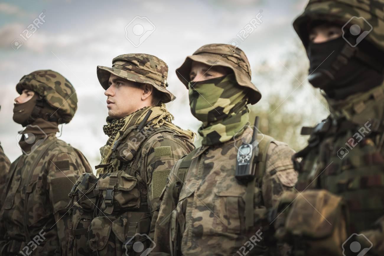 Gruppe Von Soldaten Während Der Armee Grundausbildung Lizenzfreie