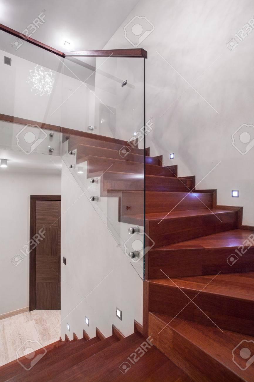 Escaleras Voladas De Madera Stunning Escalones Amurados Escaleras