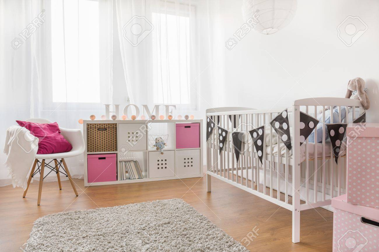 Photo de chambre rose et blanc bébé fille