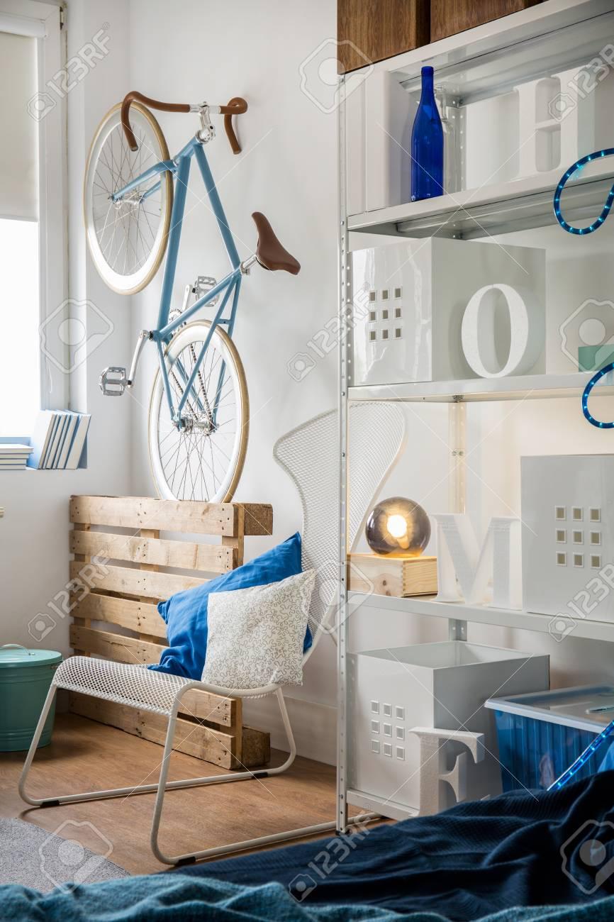 Kleines Trendiges Zimmer Für Hipster Studenten Standard Bild   47216593