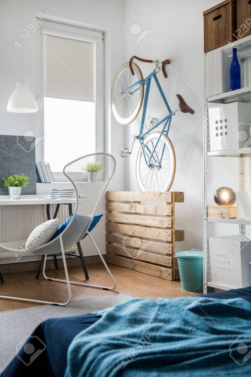 Moderne Schlafzimmer Idee Für Junge Modische Person Standard Bild   47216607