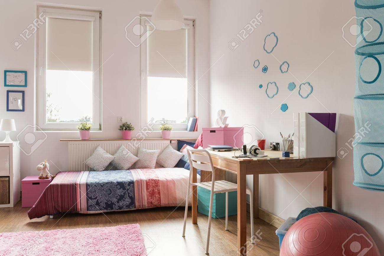 Chambre Ado Chaleureuse Avec Rose Et Bleu Decorations