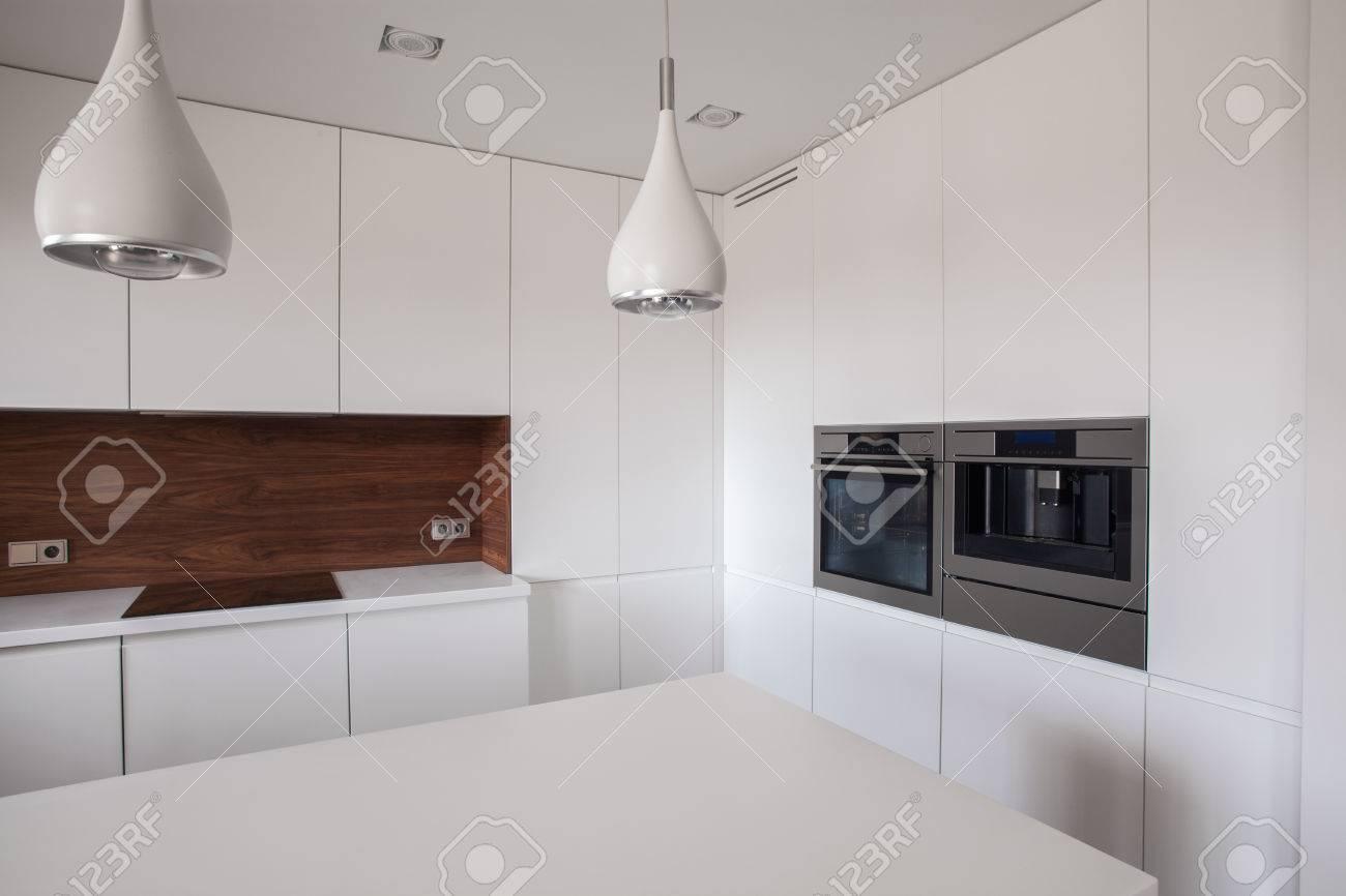 Weiß Und Saubere Küche Im Haus Lizenzfreie Fotos, Bilder Und Stock ...