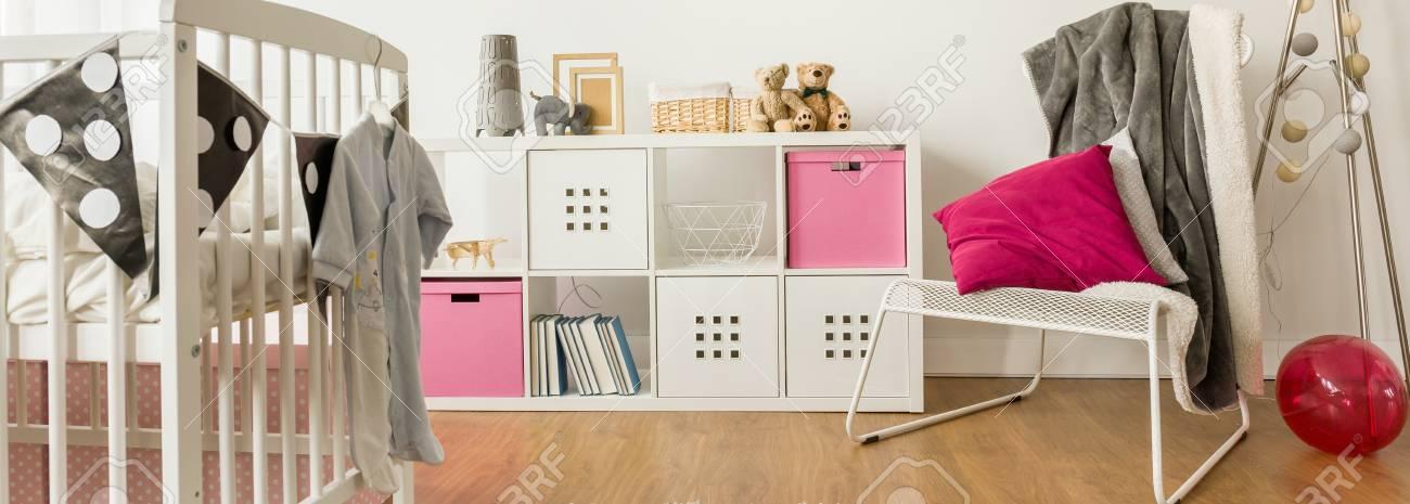 Perfekt Lovely Baby Schlafzimmer Ideen Mit Weißen Möbeln Standard Bild   48081776