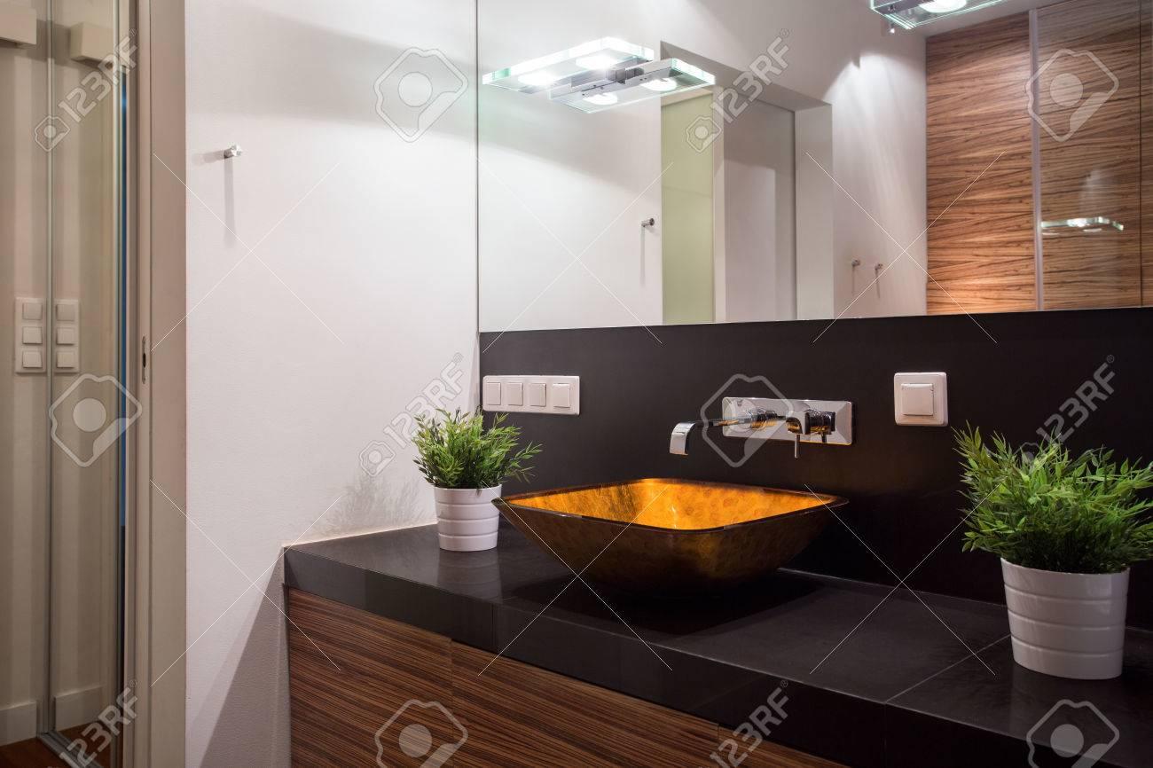 Schöne Glas Waschbecken In Stilvoll Teuer Badezimmer Lizenzfreie ...