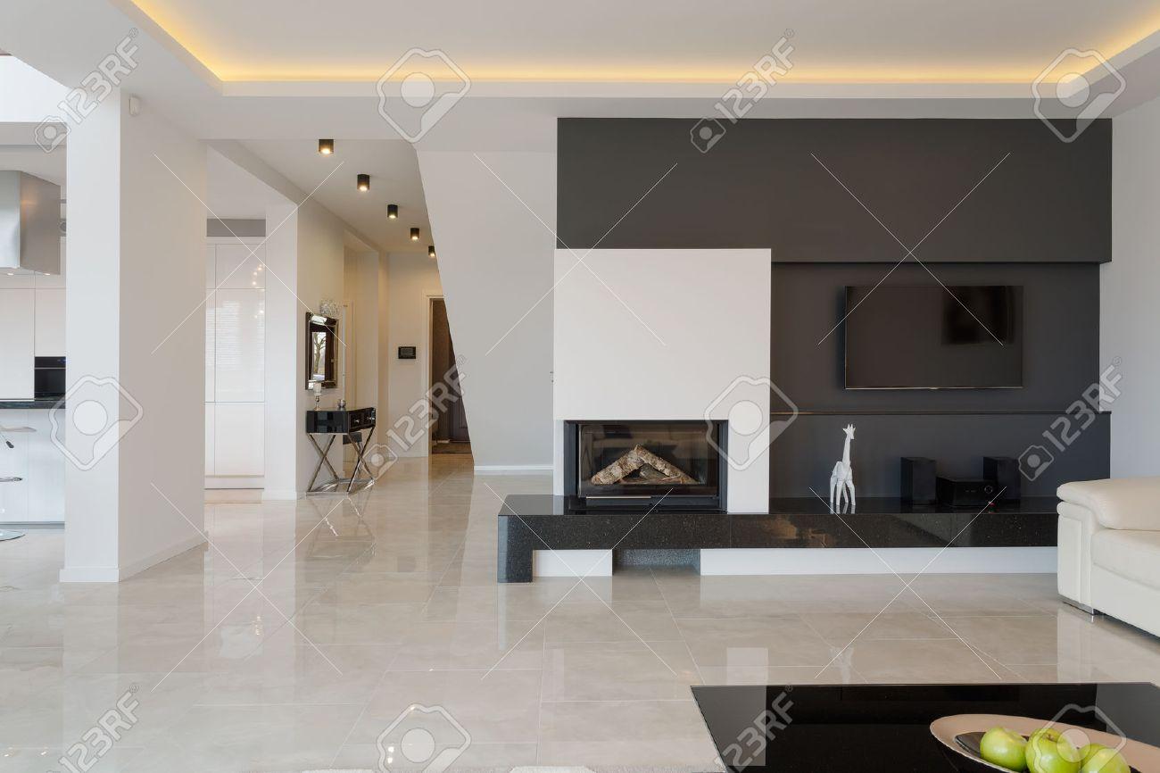 Modernes Haus Im Minimalistischen Schwarz-Weiß-Design Lizenzfreie ...
