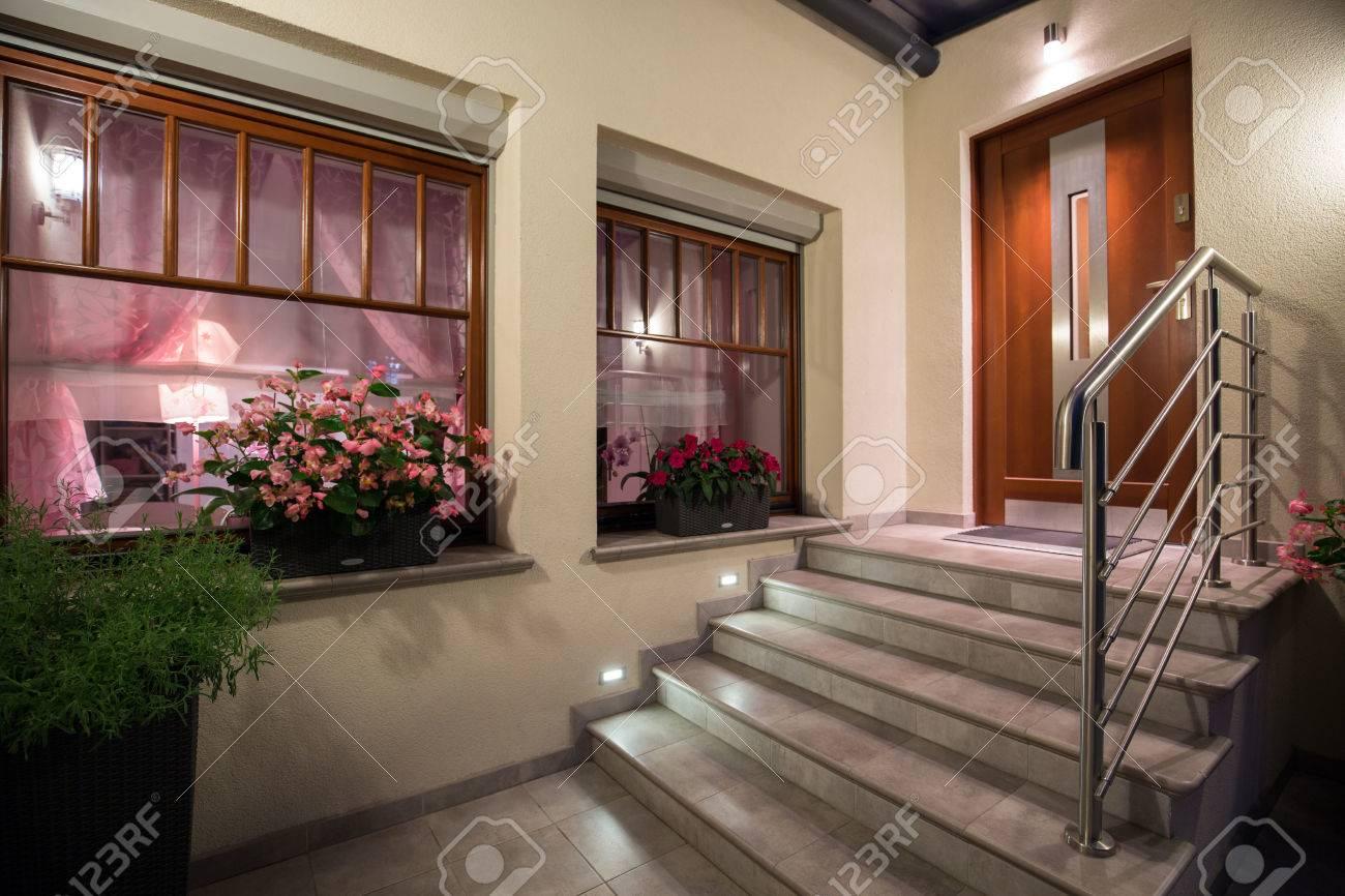 Gris Et Les Escaliers Modernes à La Maison Banque D\'Images Et Photos ...