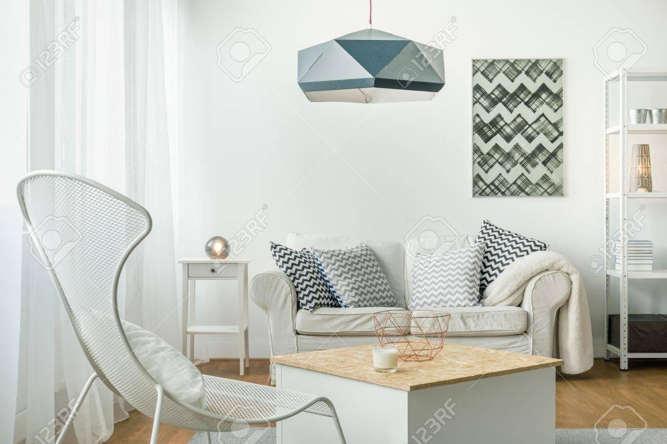 Idee Für Eine Einfache Helle Wohnzimmer Anordnung Lizenzfreie Fotos ...