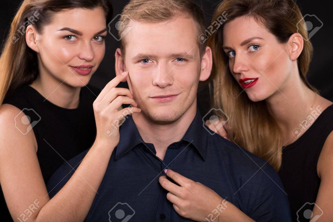 what makes a man a womanizer