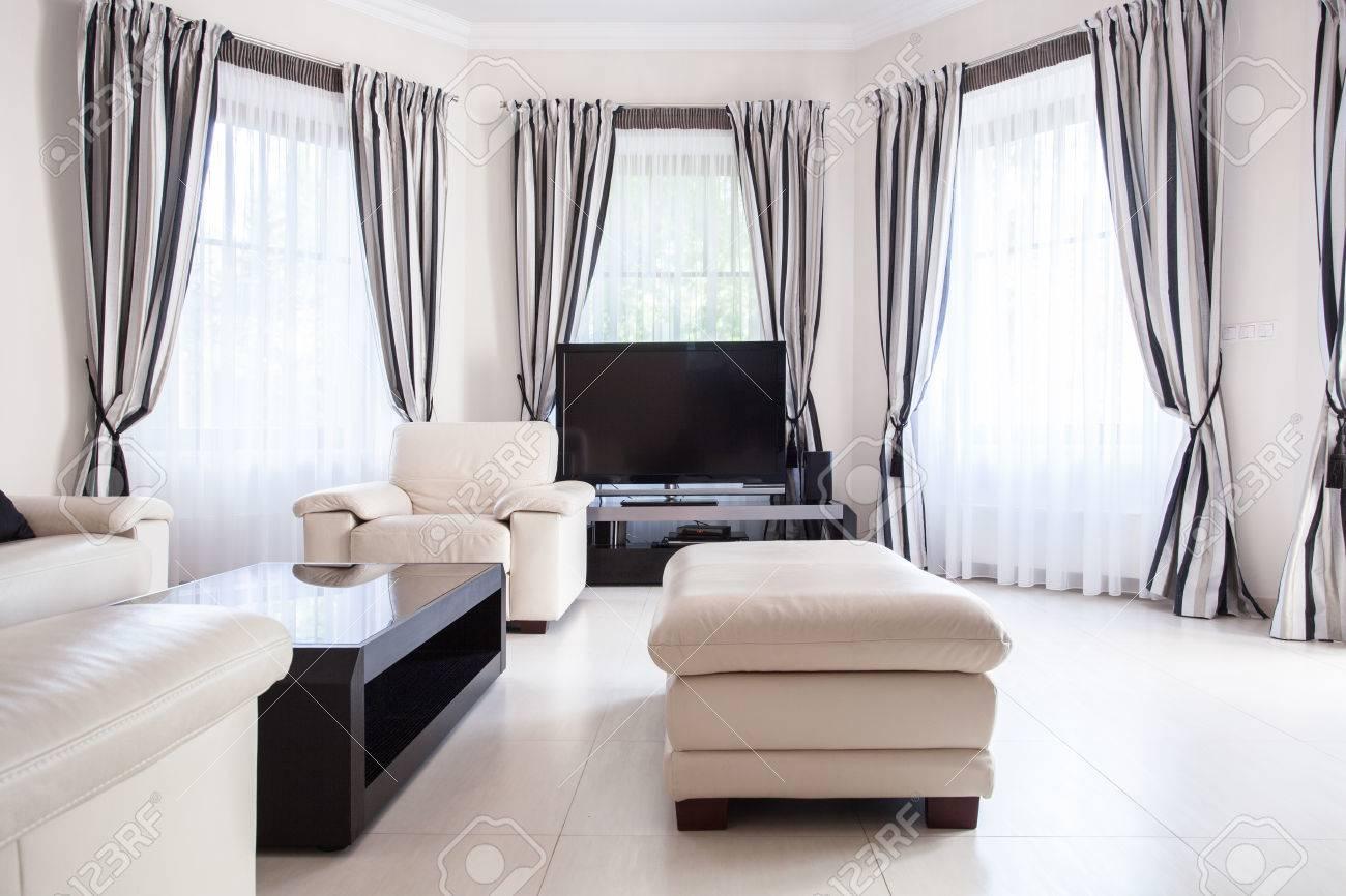 Schwarz-Weiß-modernen Wohnzimmer-Design Lizenzfreie Fotos, Bilder ...