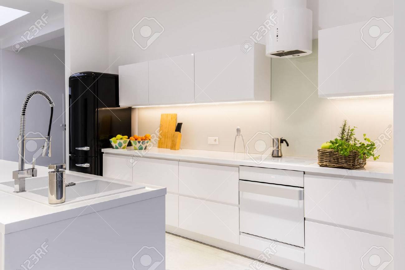 Sterile Und Leichte Küche Im Haus Lizenzfreie Fotos, Bilder Und ...