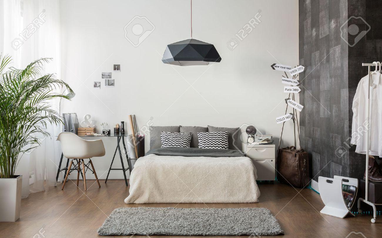 Das Innere Der Weißen Und Grauen Gemütliches Schlafzimmer ...
