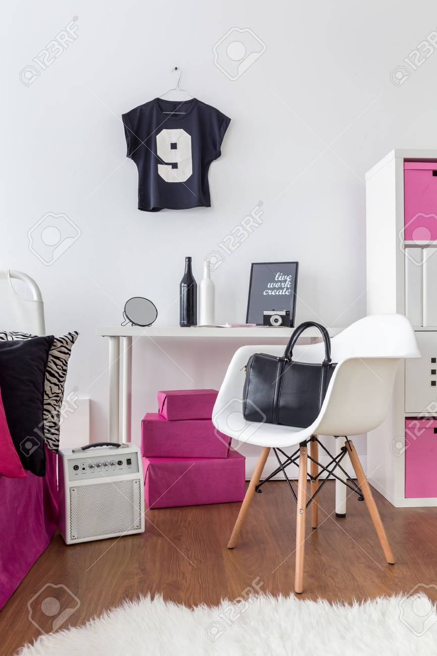 san francisco 41d00 0e2bb Girly room with desk,chair and flooring, with stylish decorations