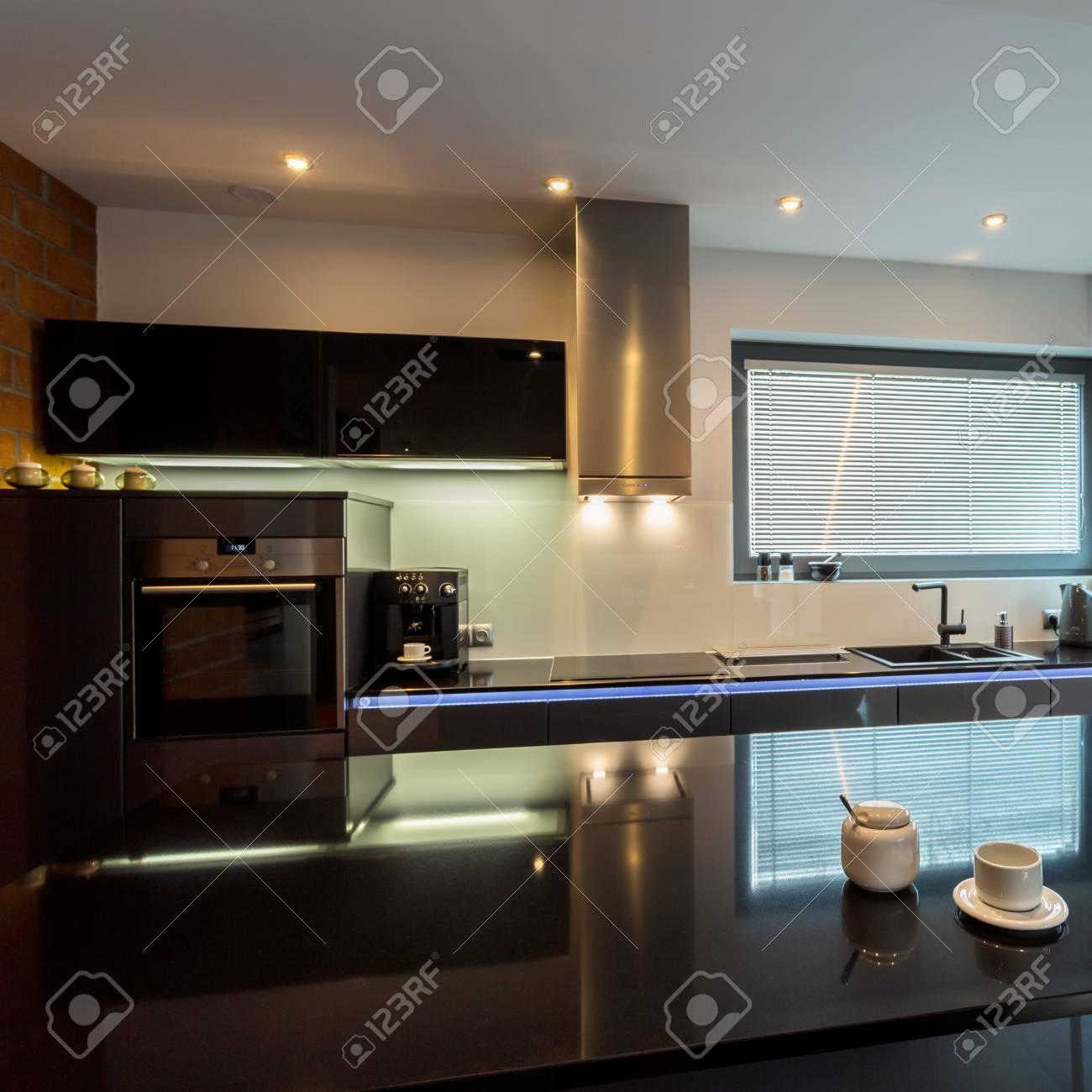 Moderne Luxus Kuche Mit Marmor Insel Lizenzfreie Fotos Bilder Und