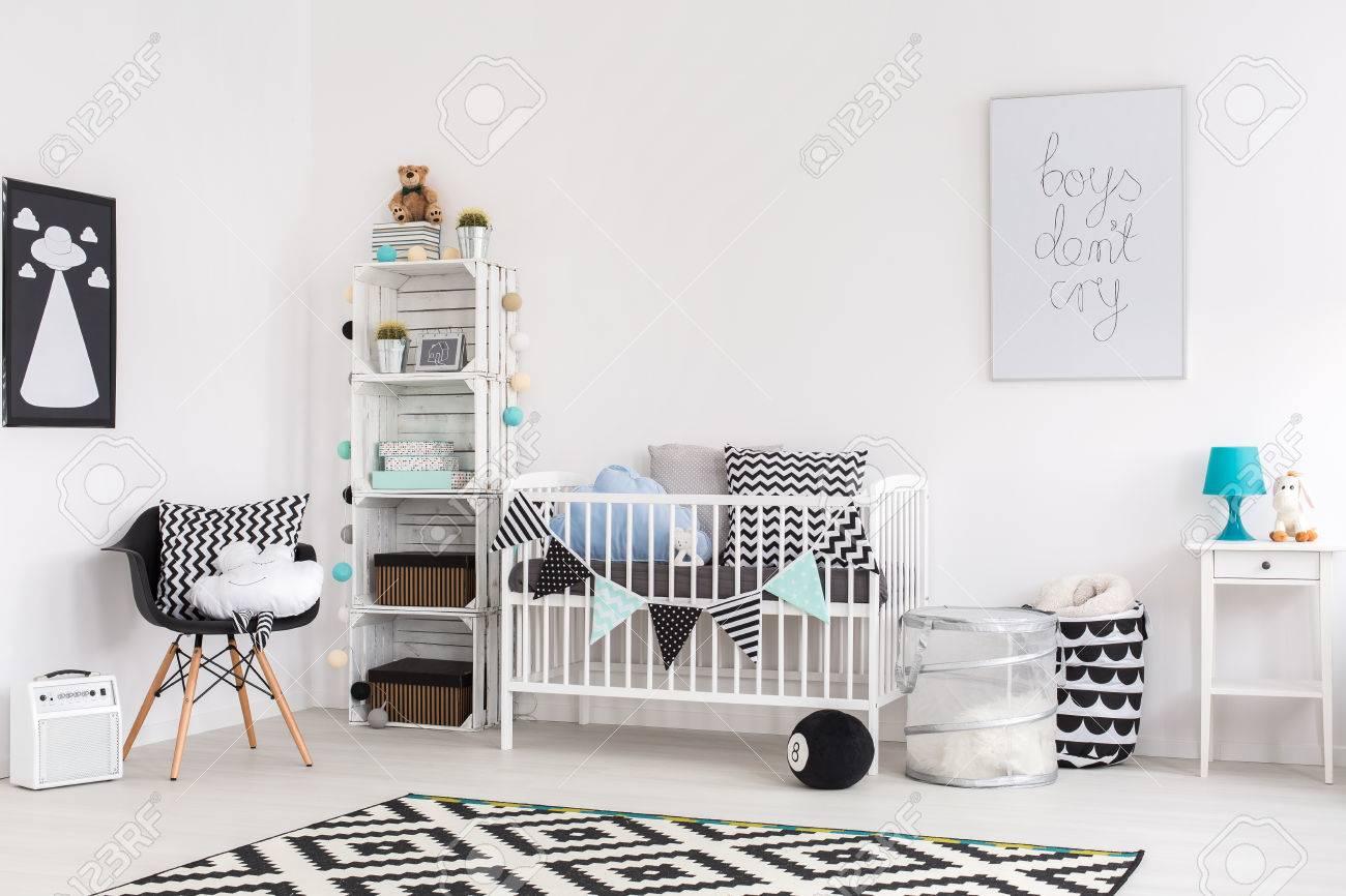 Disparo de un cuarto de bebé moderno con estilo