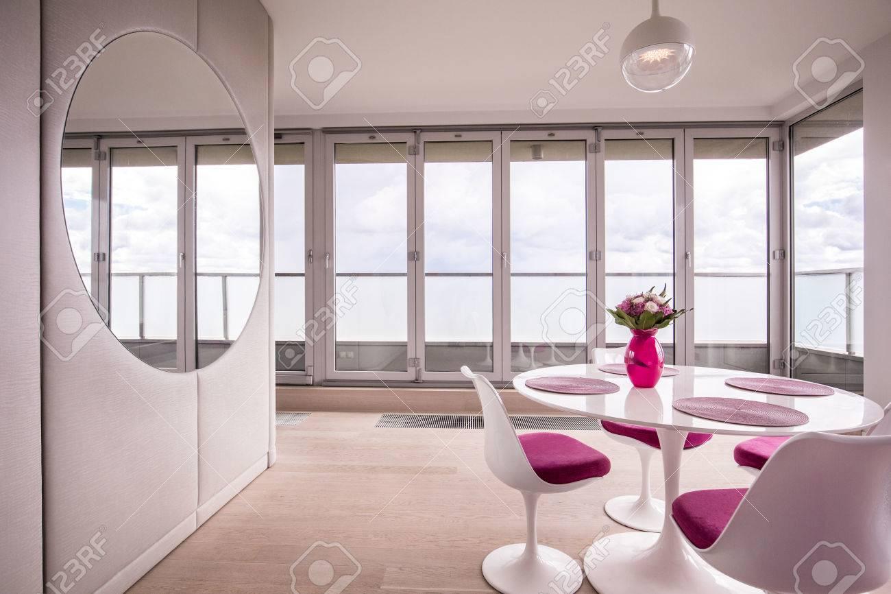 Esszimmer modernes design  Modernes Esszimmer Design Und Weiße Möbel Lizenzfreie Fotos, Bilder ...