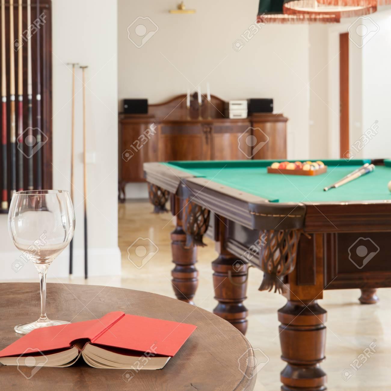 Tavoli Da Biliardo Per Casa.Veduta Di Interni Casa Con Tavolo Da Biliardo