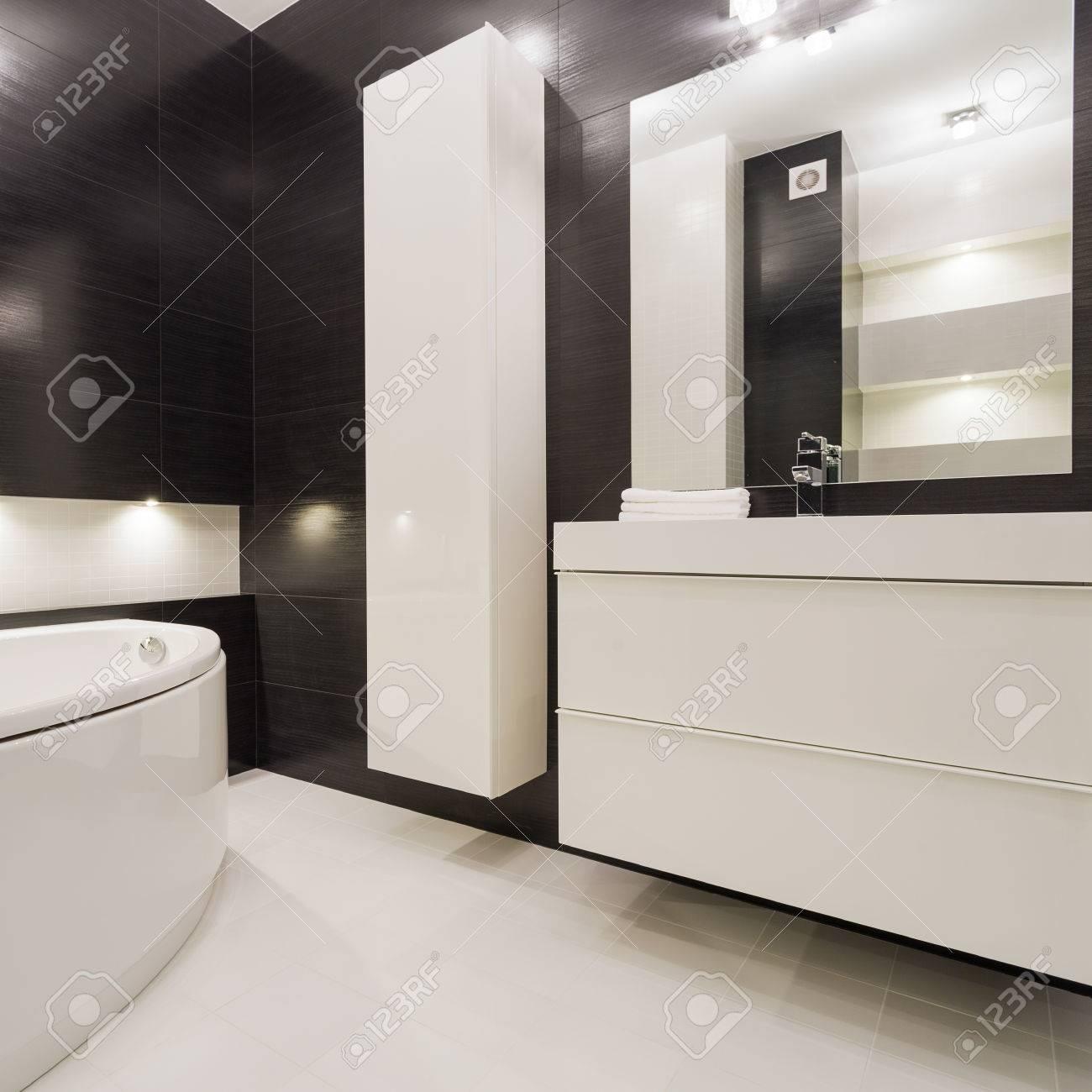 Moderne Und Exklusive Schwarz Weiß Bad Standard Bild   56110899