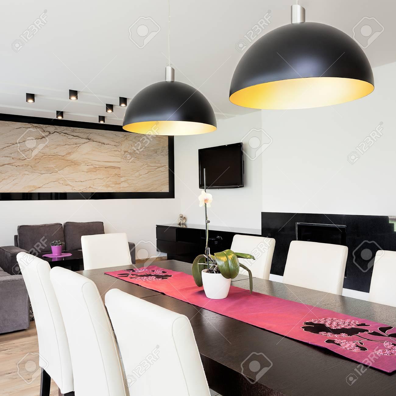 Standard Bild   Städtische Wohnung   Modernes Wohnzimmer Mit Esszimmer  Verbunden