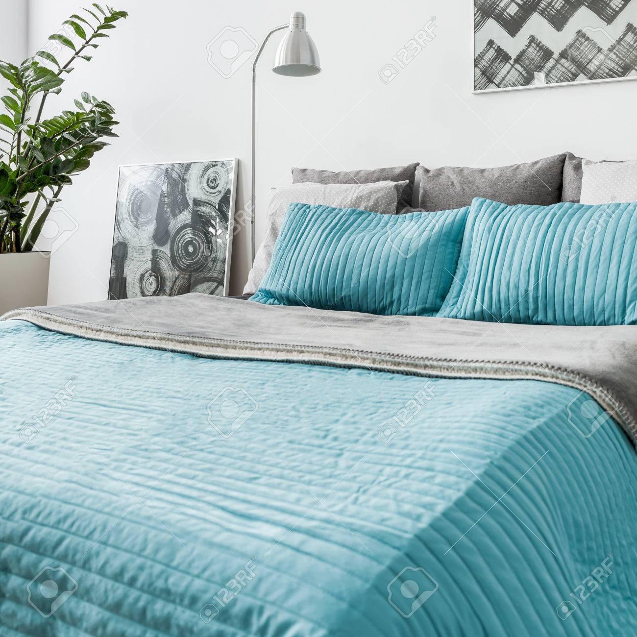 Foto Von Turkis Dekorative Bettwasche Im Neuen Schlafzimmer