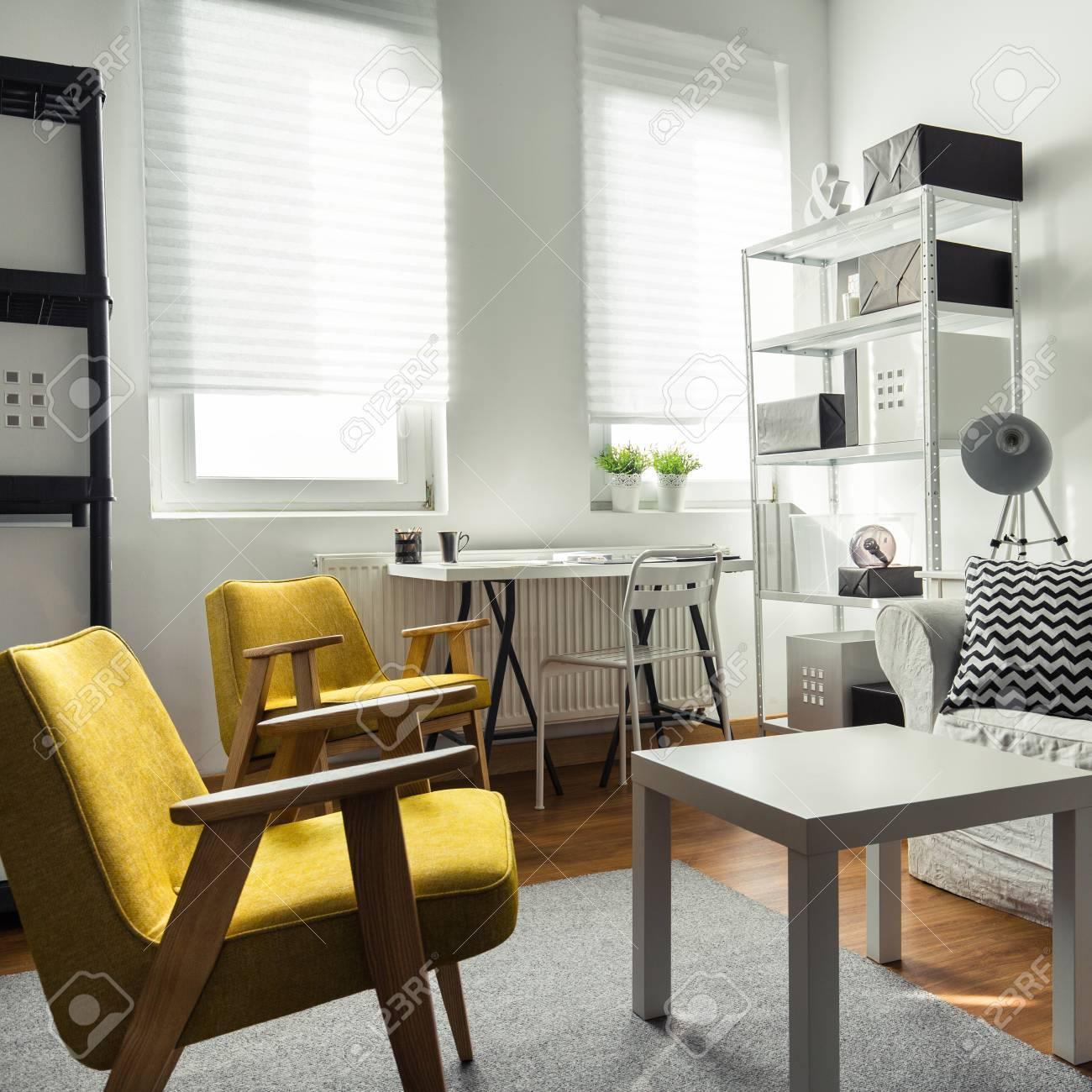 Un mobilier élégant en intérieur contemporain de salon