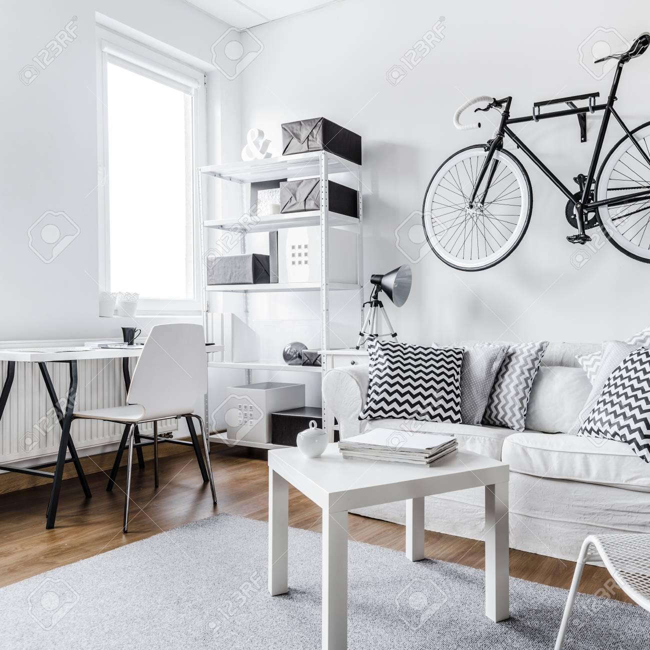 Bequeme Schwarz Weiß Interieur Design Wohnung Lizenzfreie Fotos