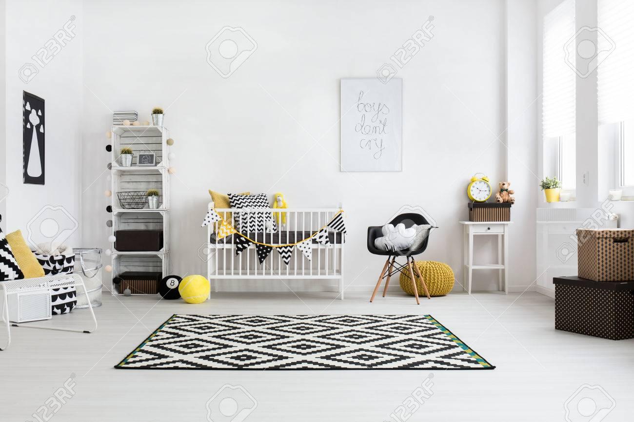 Banque Du0027images   Chambre De Bébé Spacieuse Avec Des Fenêtres Lumineuses Et  Un Mobilier Scandinave