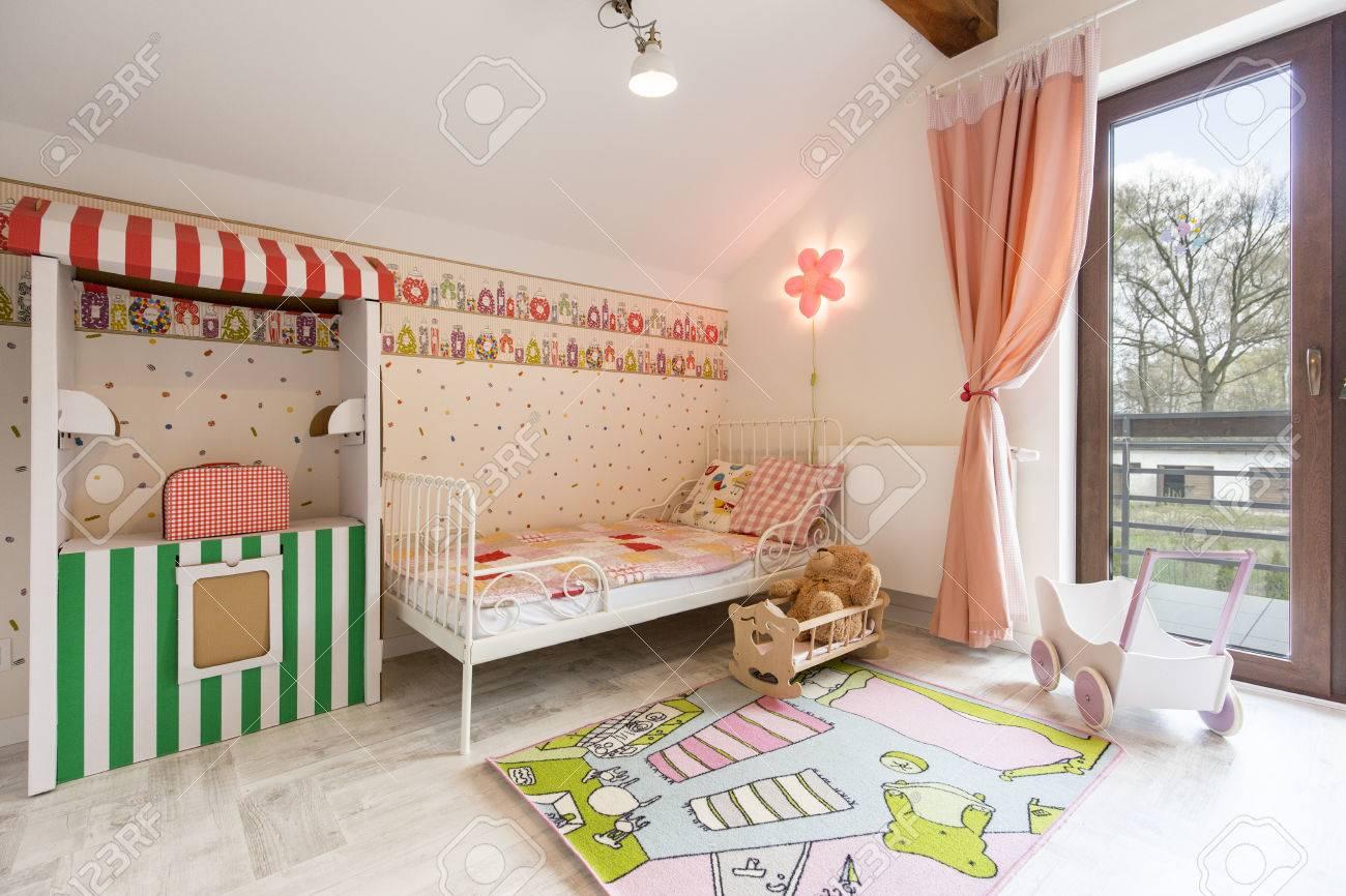 Shot Von Einem Grossen Rosa Kinderzimmer Lizenzfreie Fotos Bilder